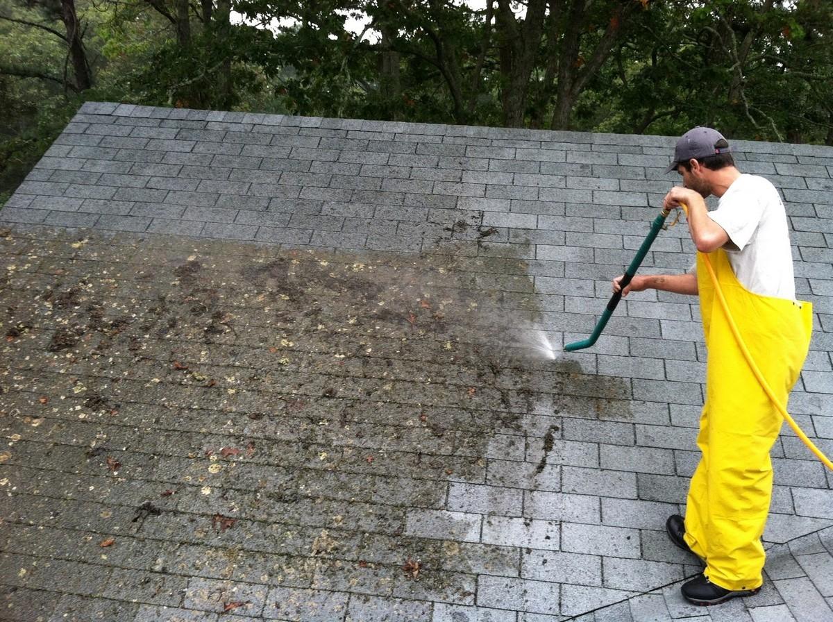 čištění střechy rodinného domu Brno